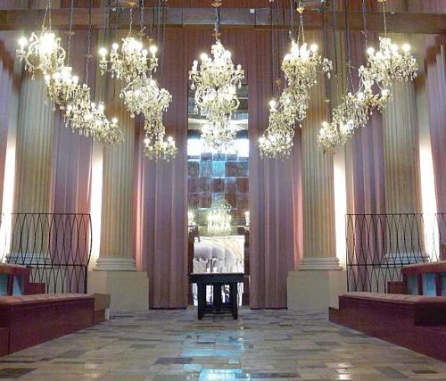 Sala del Pantheon a Bologna
