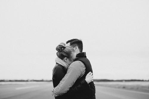 abbraccio consolatorio