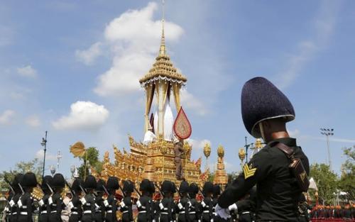 corteo funebre re thailandese