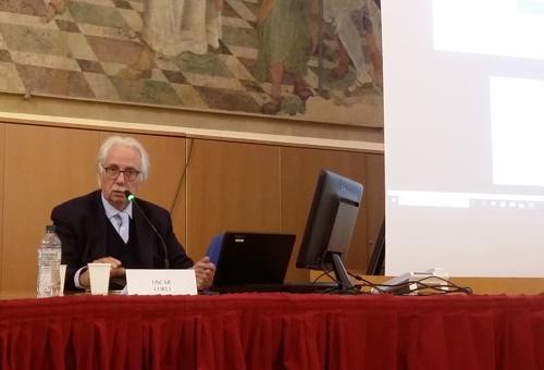 Oscar Corli durante il convegno a Bologna